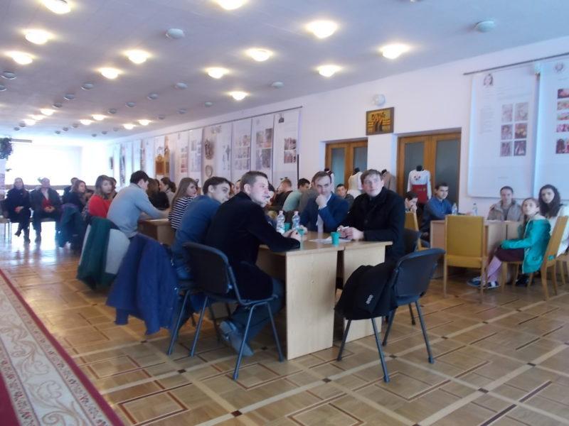 У Франківську юні знавці історії УПА змагалися за книги (ФОТО)