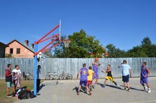 На Прикарпатті відкрили баскетбольний майданчик (ФОТО)