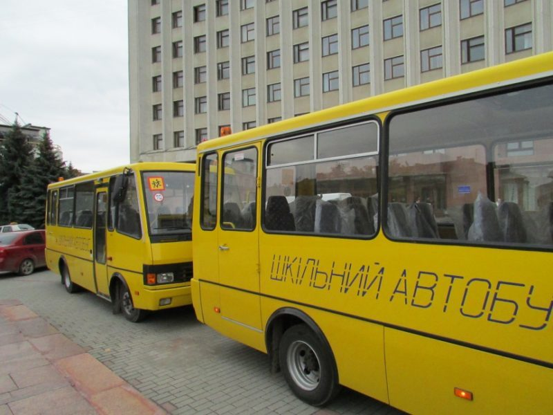 У двох районах Прикарпаття учні їздитимуть до школи на новеньких автобусах (ФОТО)