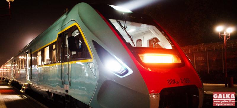 Новенький дизель-потяг вперше прибув до Івано-Франківська (ФОТО)