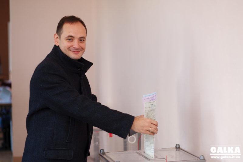 Як голосують кандидати в мери: Руслан Марцінків вірить, що вибори принесуть місту нового мера  (ФОТО, ВІДЕО)