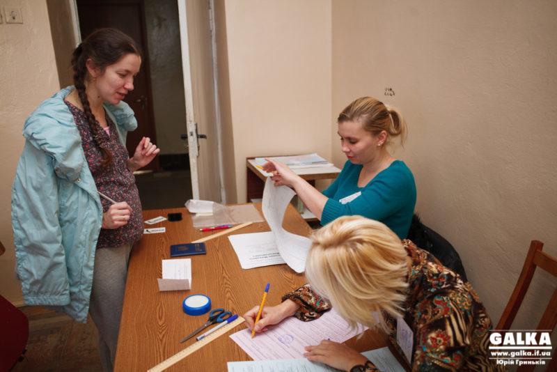 Як голосували майбутні матері (ФОТО, ВІДЕО)