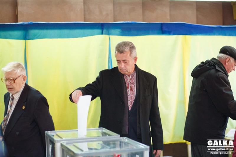 Як голосують кандидати в мери: Анушкевичус розповів, за кого проголосував (ФОТО + ВІДЕО)