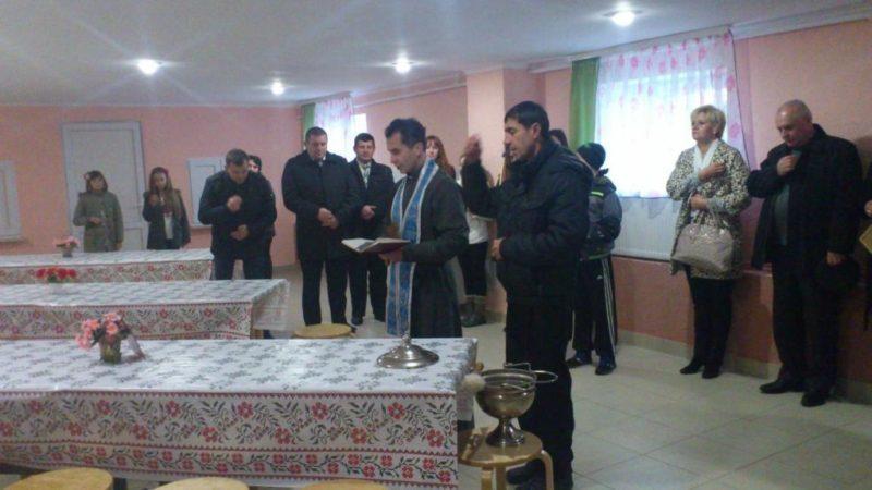 В одній із шкіл Івано-Франківської області відкрили їдальню та вручили подарункові сертифікати на комп'ютерну техніку (ФОТО)