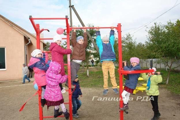 На Франківщині відкрили спортивний майданчик (ФОТО)