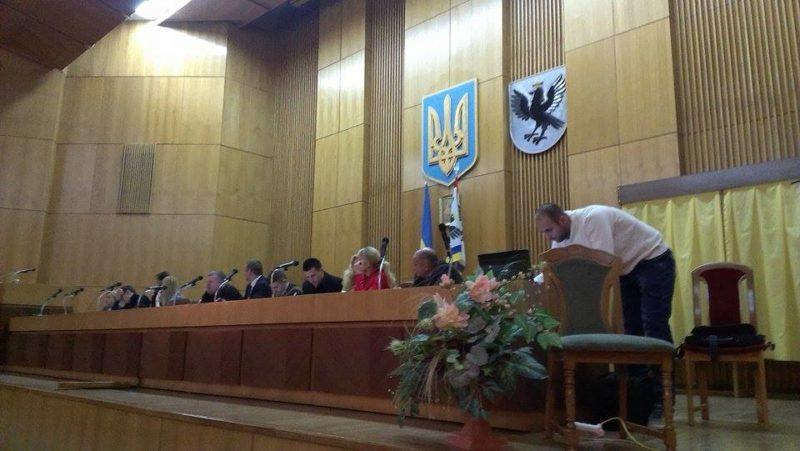Надвірнянська районна виборча комісія не везе протоколи до Франківська – вимагають зарплату