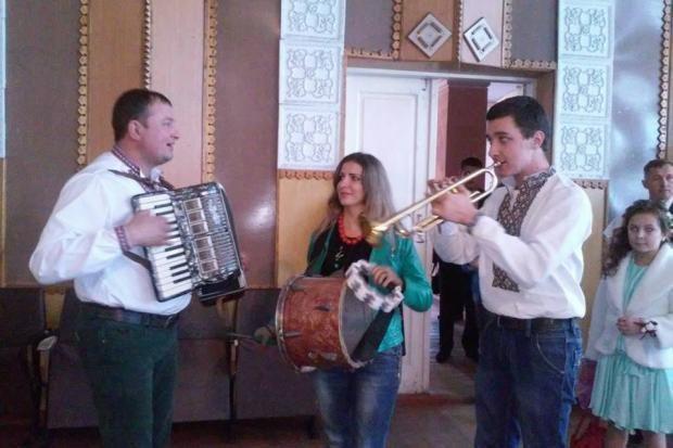 На одну з дільниць Прикарпаття завітало весілля (ФОТО)