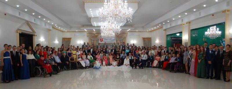 Коли танцюють душею… На Прикарпатті провели бал у візках (ФОТО)