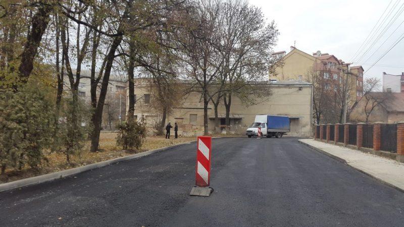Ремонти доріг тривають: дорожники асфальтують вулиці Ковальську та Гарбарську