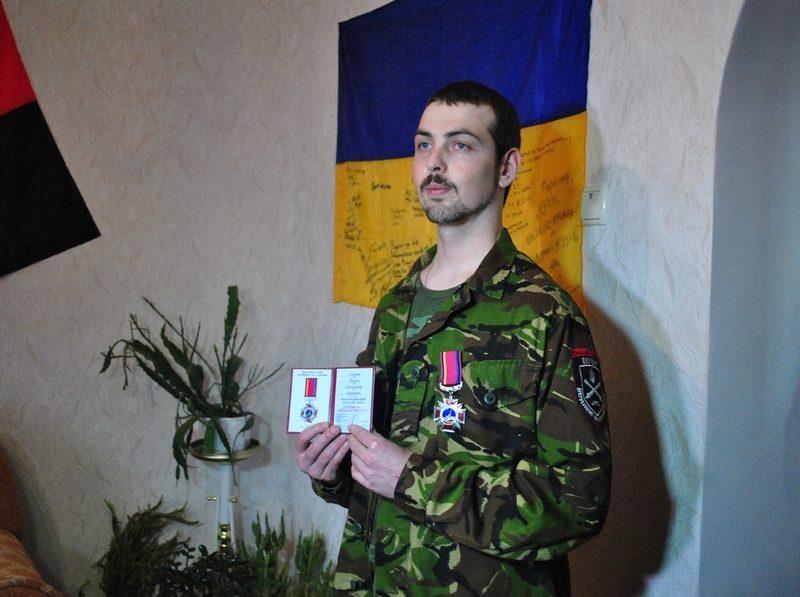"""Прикарпатцю, який перебуває на довготривалому лікуванні, вручили медаль """"За оборону Донецького аеропорту"""" (ФОТО)"""
