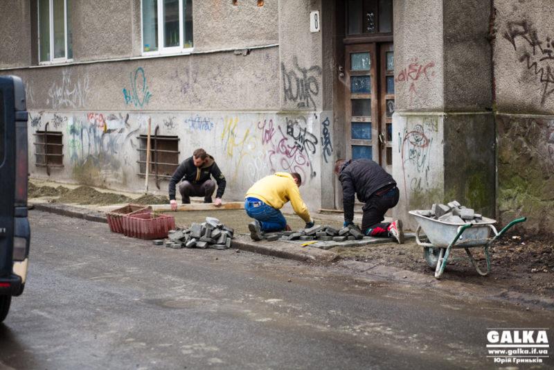 В Івано-Франківську розпочали брукувати вулицю Драгоманова (ФОТО)
