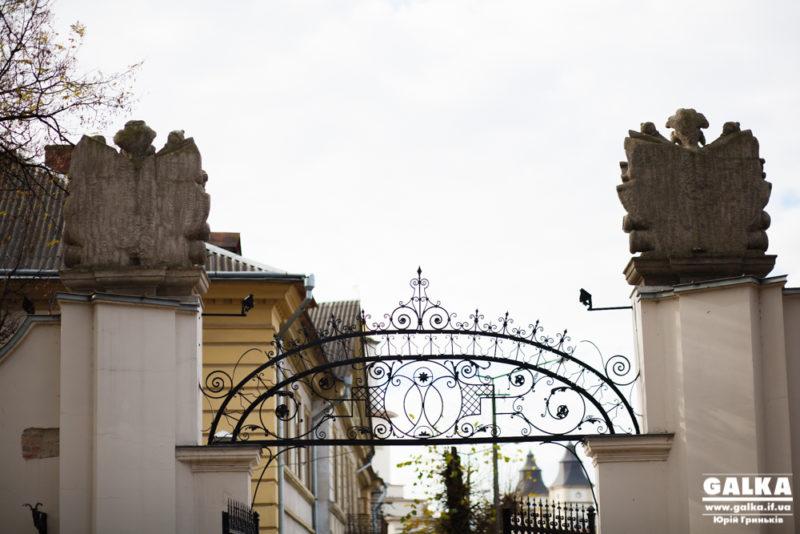 Більше 60% франківців вважають, що відновлення Палацу Потоцьких – важливе питання для Івано-Франківська