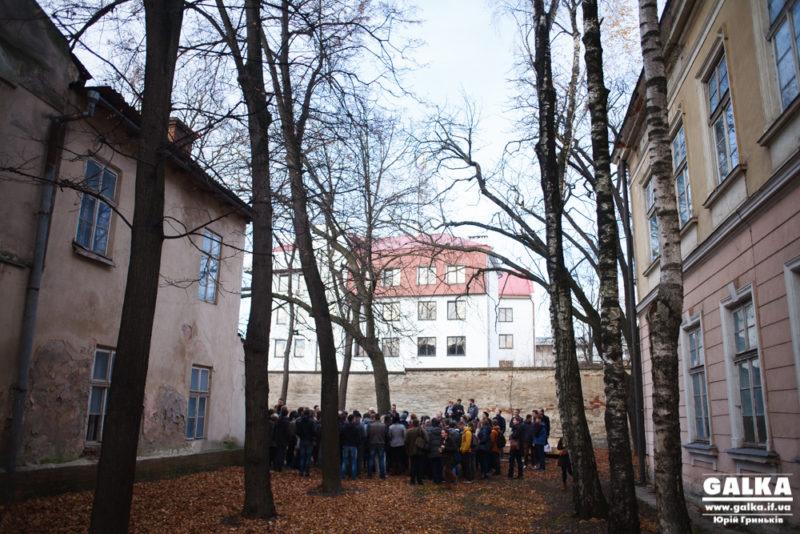 Під час новорічно-різдвяних свят на території Палацу Потоцьких проведуть літературно-мистецький детектив з Ірмою Вітовською