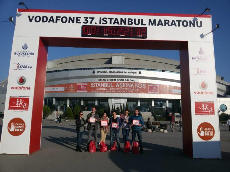 Семеро іванофранківців разом з тисячами учасників нині біжать на Стамбульському марафоні (ФОТОФАКТ)