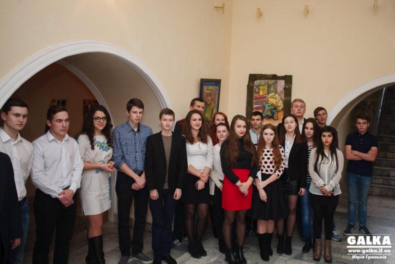 У Франківську відбулася цікава посвята першокурсників-політологів у студенти (ФОТО)