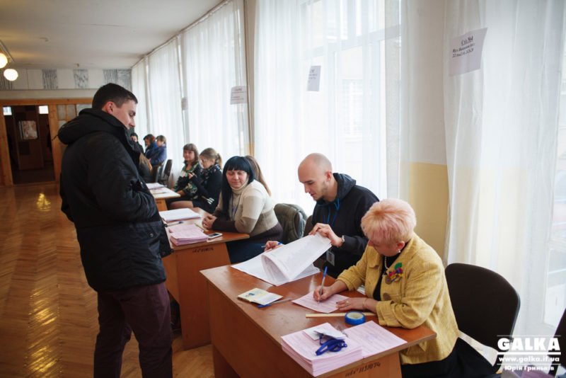 Станом на 10 ранку в Івано-Франківську проголосувало 2% виборців (ФОТО)