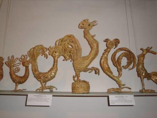 На Прикарпатті презентували чарівні вироби із соломи (ФОТО)