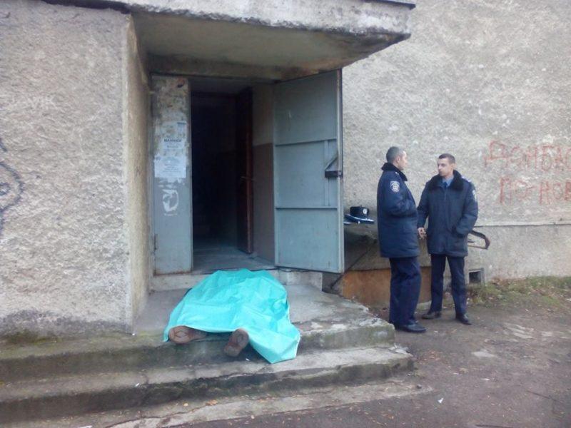 Лікар не приходить констатувати смерть професора Грабовецького, бо чоловік помер не вдома (ФОТО)