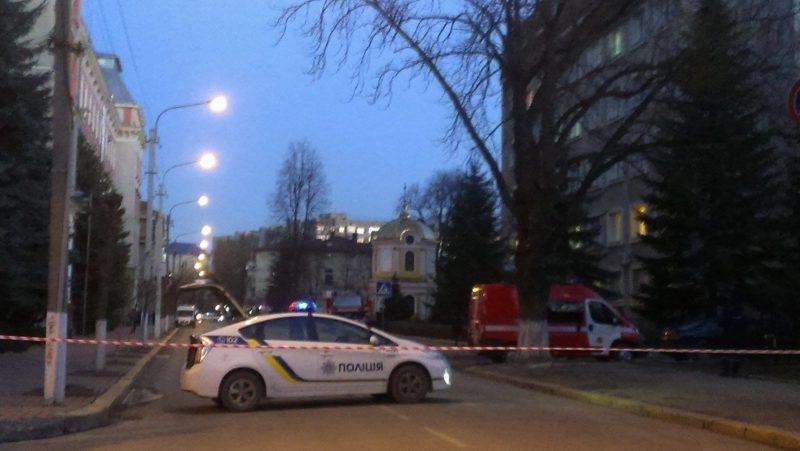 Вулиця Сахарова перекрита – шукають бомбу в офісі Нацполіції (ФОТО)