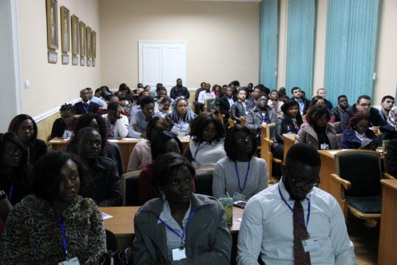 У Франківську студентам-іноземцям з різних міст України розповіли про глобальне здоров'я (ФОТО)