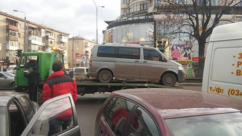 """Поліція """"евакуювала"""" чергового порушника з вулиці Незалежності (ФОТО)"""