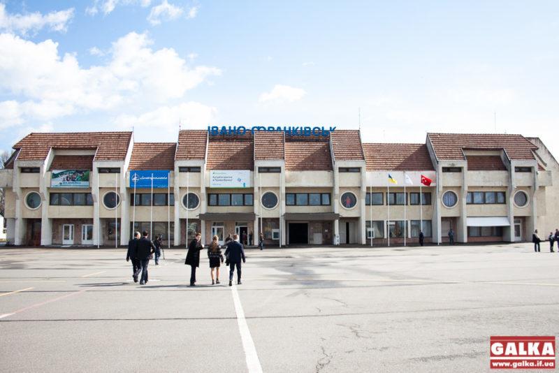 Франківський аеропорт демонструє спад пасажиропотоку (ІНФОГРАФІКА)