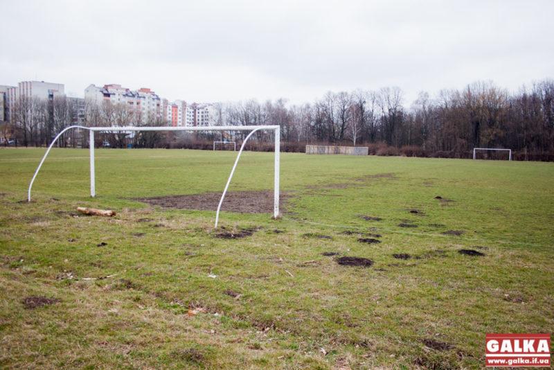 Футбольний майданчик, капсула-6624