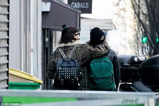 Крістен Стюарт відверто цілується на людях зі своєю подружкою (ФОТОФАКТ)