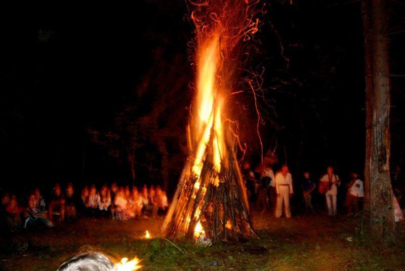 Фатальні традиції: у ніч на Купала юний прикарпатець отримав важкі опіки