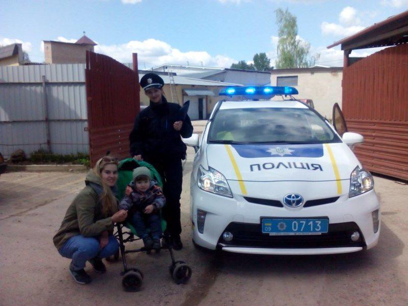 Поліція за гарячими слідами розшукала викрадачку дитячого візка у центрі міста (ФОТО)