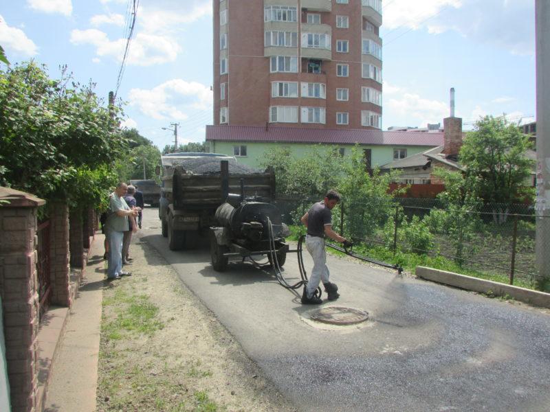 Ще одну вулицю ремонтують в мікрорайоні Пасічна (ФОТО)