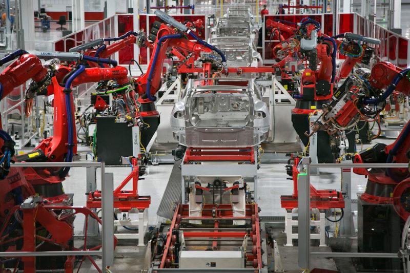 """""""Тесла"""" за два роки випустить півмільйона електромобілів (ВІДЕО)"""