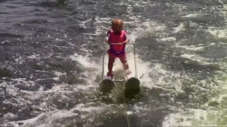 Шестимісячна американка встановила світовий рекорд на водних лижах (ФОТОФАКТ)