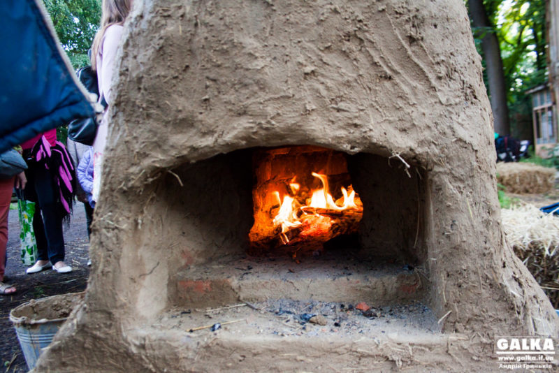 У селі під Франківськом чадним газом отруїлися двоє дітей та мати