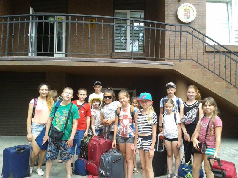 Діти учасників АТО з Прикарпаття вирушили в Угорщину (ФОТО)