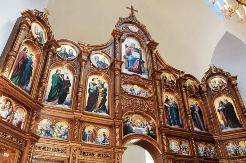 Новий іконостас освятили у прикарпатській церкві (ФОТО)