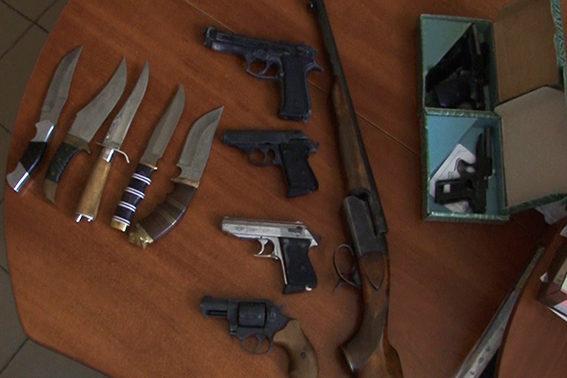Більше сотні одиниць незареєстрованої зброї з початку місяця здали прикарпатці (ФОТО)