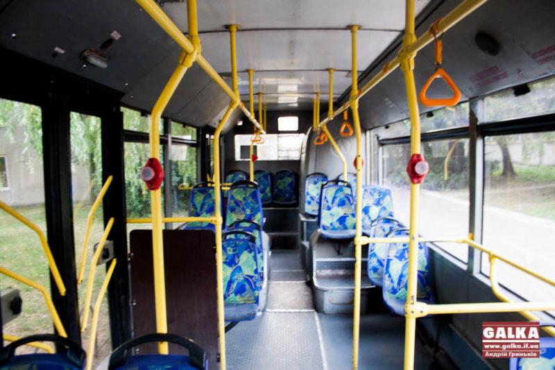 Тролейбус №1 продовжив роботу у вечірній час