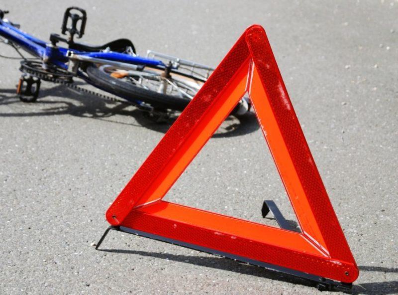 На Прикарпатті під колеса автомобіля потрапив літній велосипедист