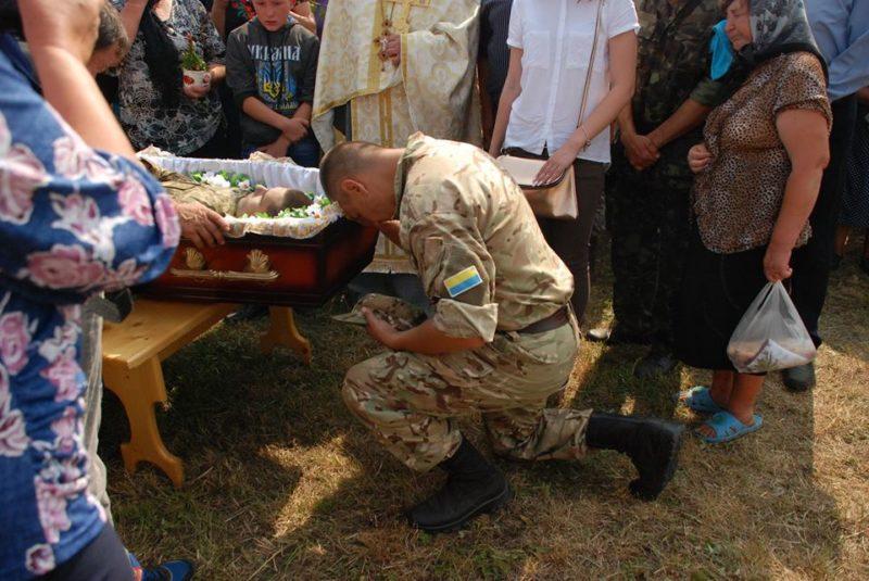 На Прикарпатті попрощались з 22-річним бійцем АТО Анатолієм Василиком (ФОТО)