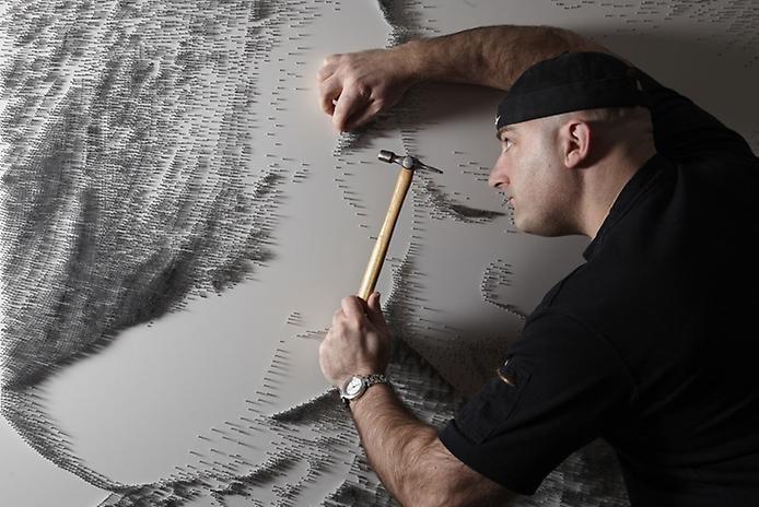 Англійський художник робить картини зі цвяхів (ФОТО)