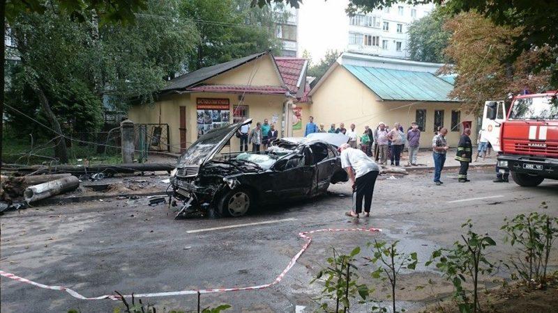 Один загинув, двоє у лікарні: поліція ще не встановила особи учасників кривавої ДТП у Коломиї