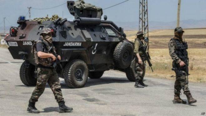 Туреччина під обстріли евакуйовує місто, яке межує із Сирією