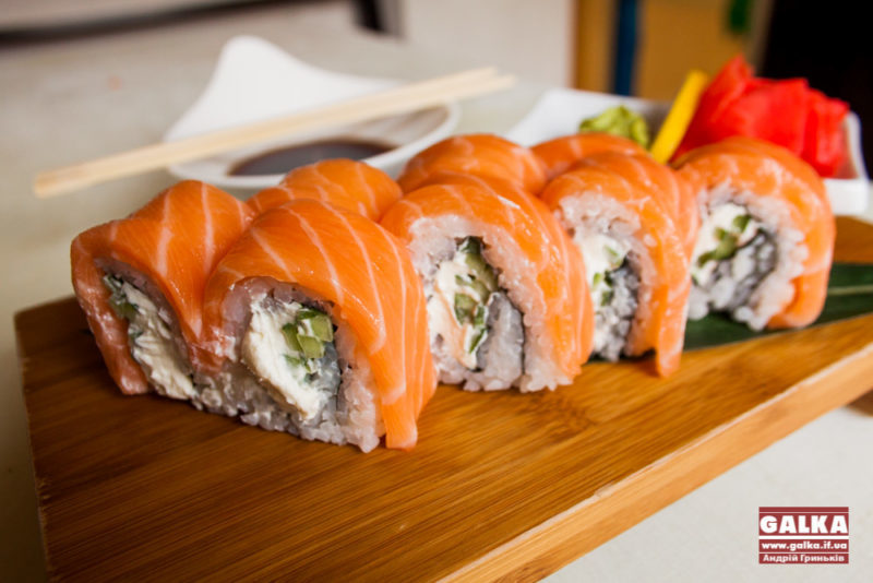 Поїли суші: у Харкові вже 57 людей отруїлися в ресторані