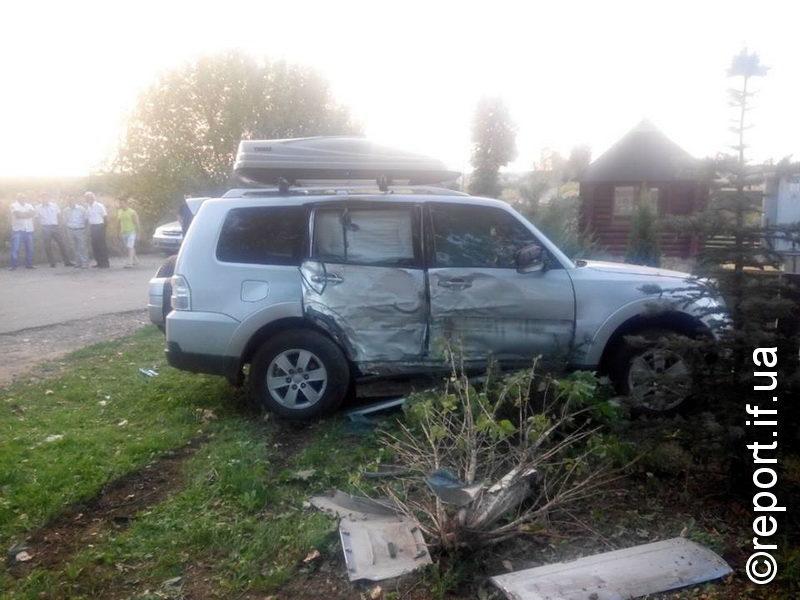 У ДТП під Івано-Франківськом загинуло двоє людей (ФОТО, 18+)