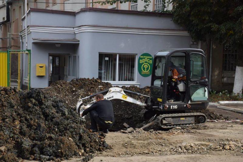 У Франківську тривають підготовчі роботи до капремонту вулиці Княгинин (ФОТО)