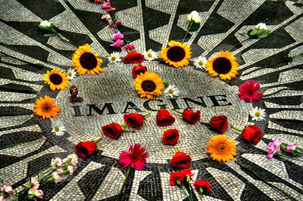 Гімн миру від Ленона переспівали світові зірки (ВІДЕО)