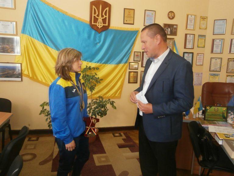 Чемпіонку України з дзюдо нагородили грошовою премією у Надвірній (ФОТО)