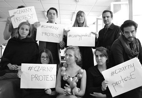 Чорний протест. У соцмережах набирає обертів кампанія проти повної заборони абортів у Польщі