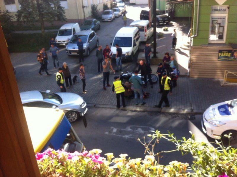 У центрі міста легковик збив мотоцикліста (ФОТО)